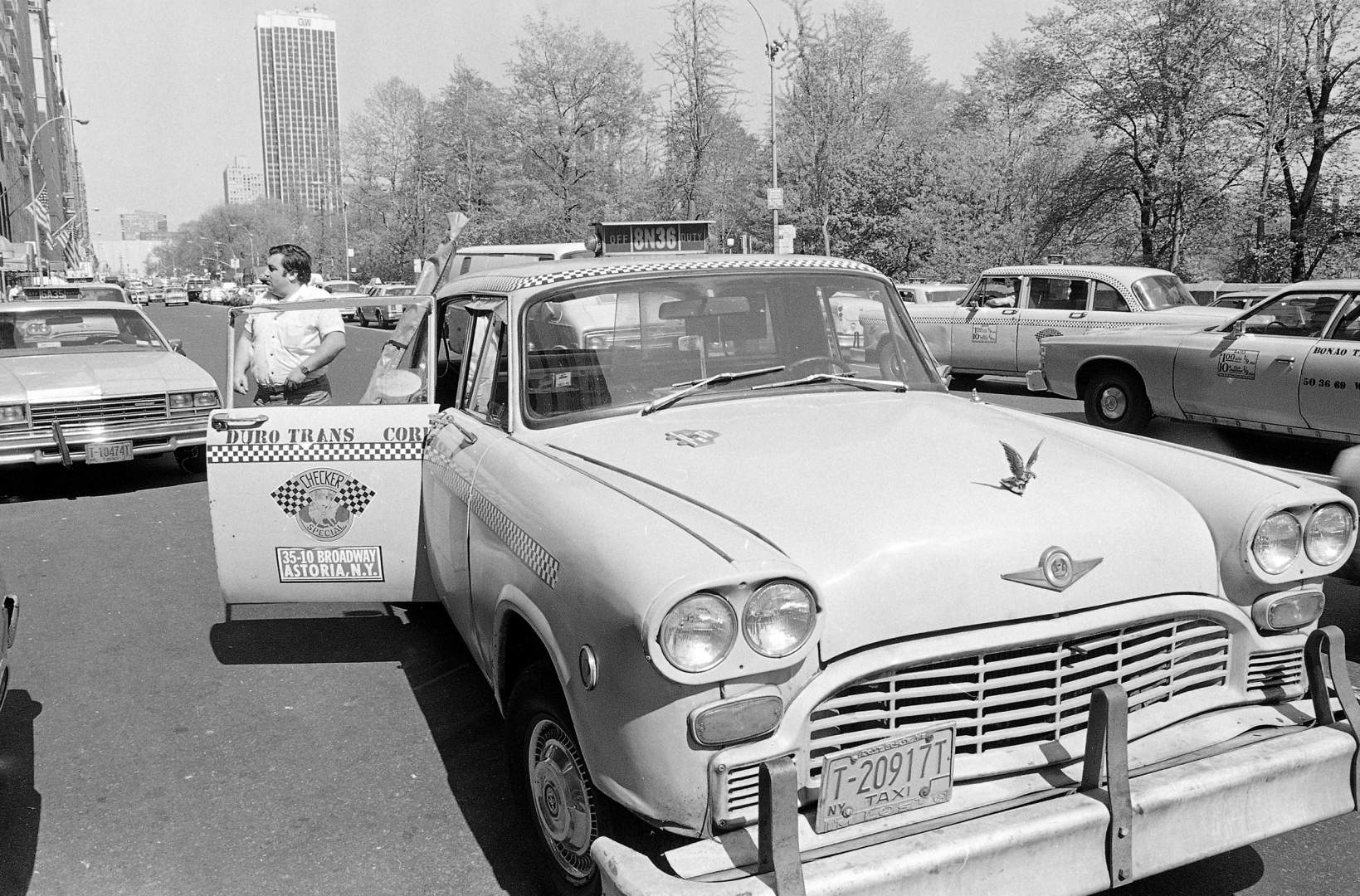 Watchf Associated Press Domestic News  New York United States APHS56512 NYC TAXI CHECKERED CAB 1982