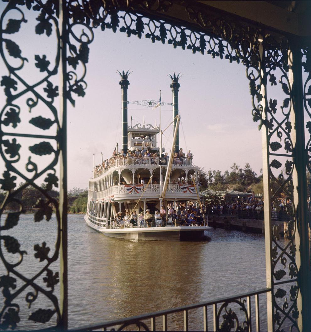 Disneyland photography in 1955 (12)