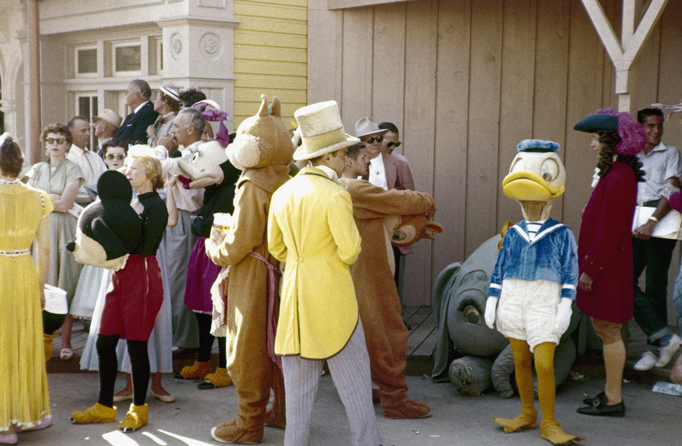 Disneyland photography in 1955 (13)