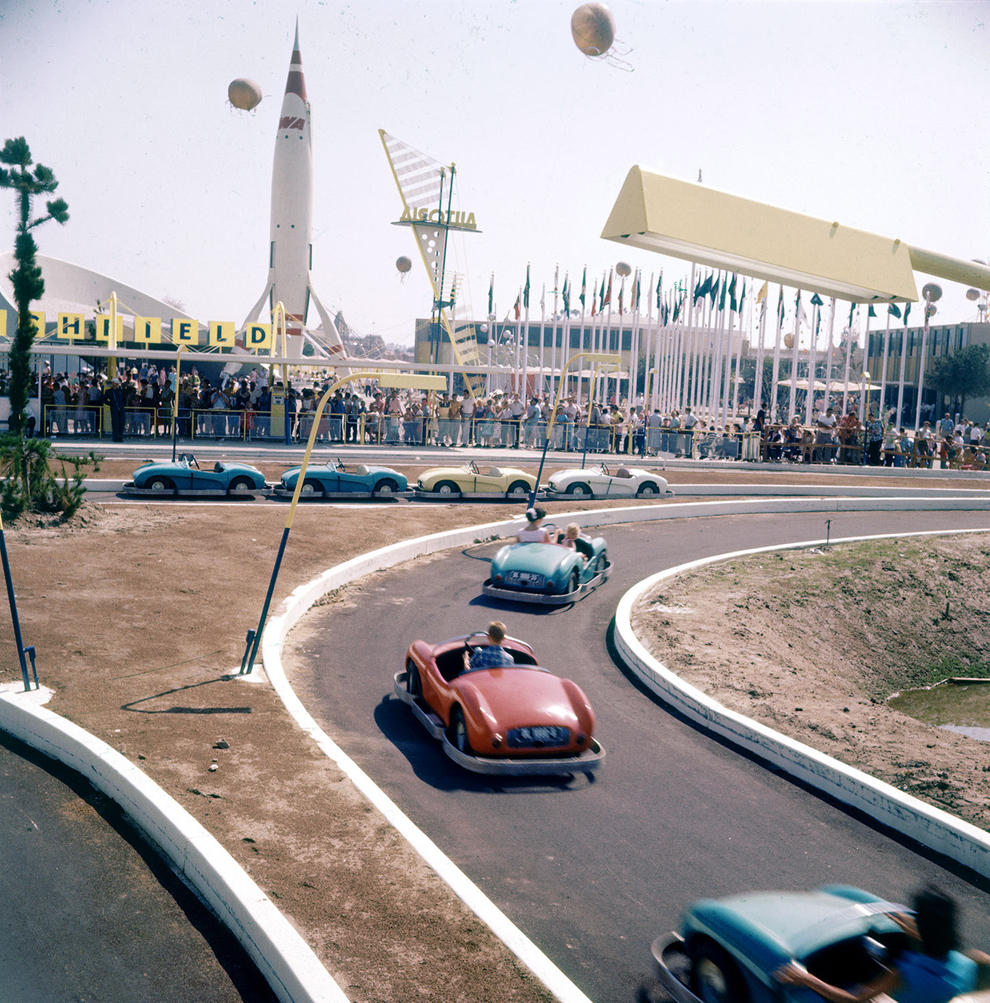 Disneyland photography in 1955 (16)