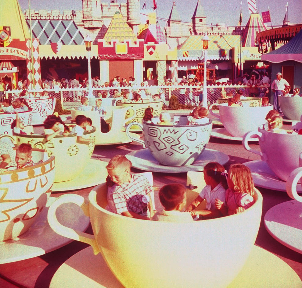 Disneyland photography in 1955 (7)