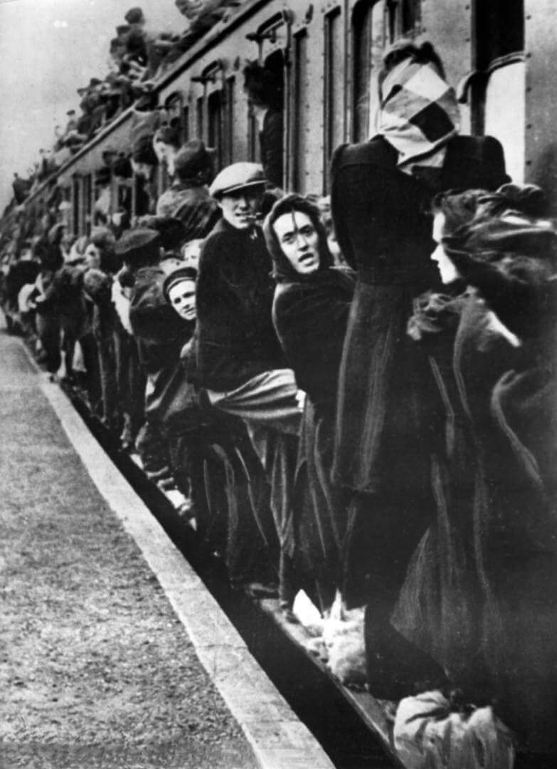 Refugees from the East of the German Reich (German Empire) around 1944/1945. Place and date unknown. (Flaws in quality due to the historic picture copy) Photo by: Berliner Verlag/Archiv/picture-alliance/dpa/AP Images