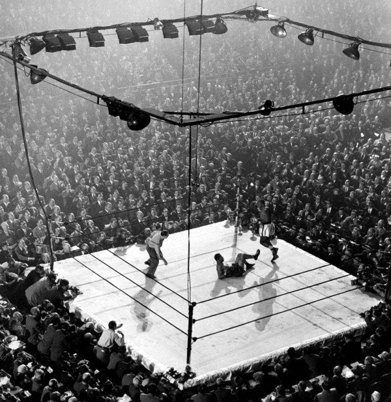 Muhammad Ali fotografiado en el ring