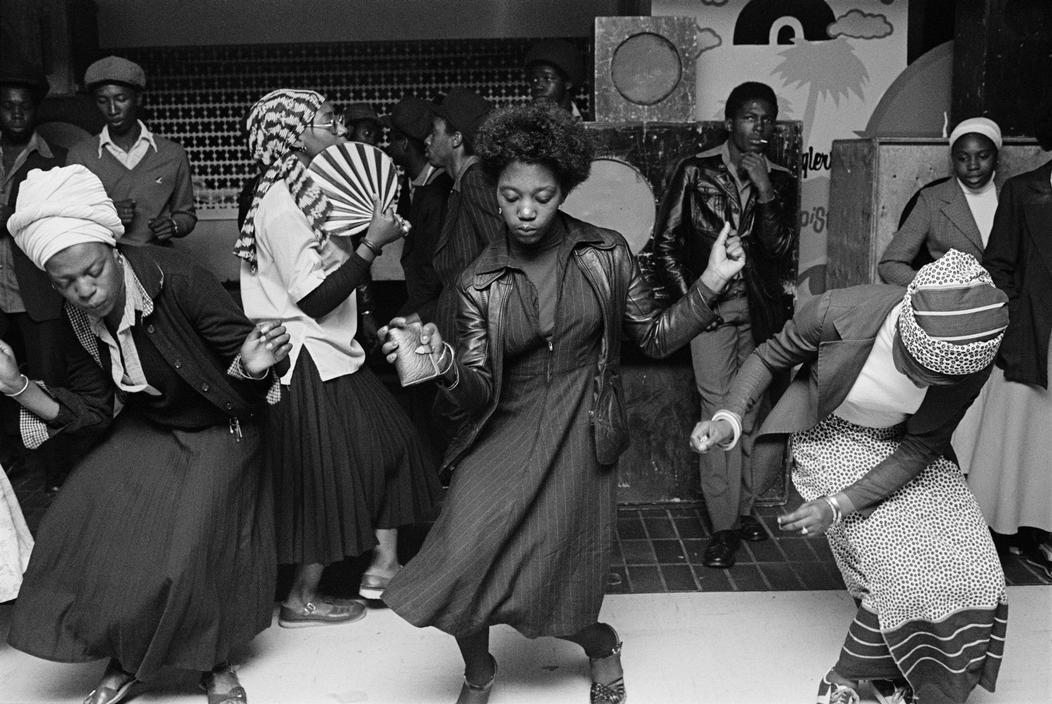 Negros Bailando