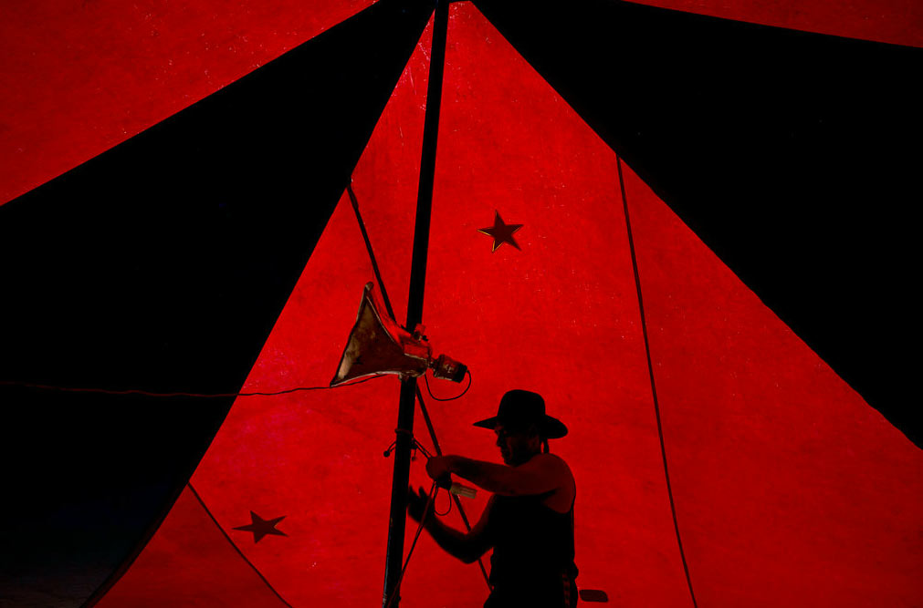 Circus-Tent-Boxers-photography-6