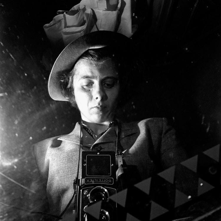 Finding_Vivian_Maier-video-oldskull-01
