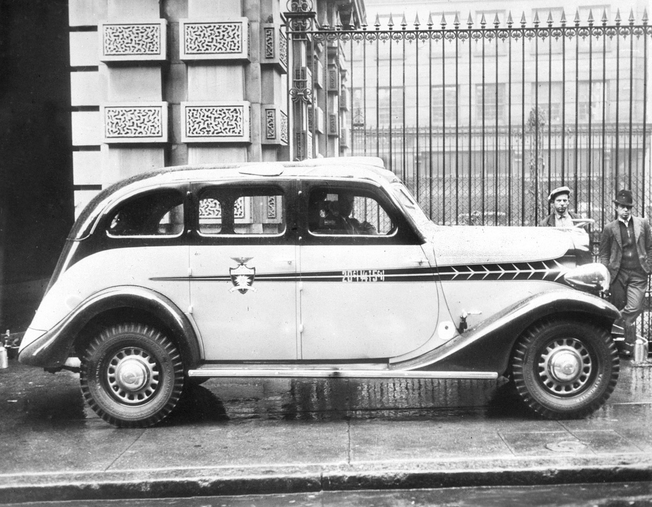 Even taxis go streamlined - 8-December-1934