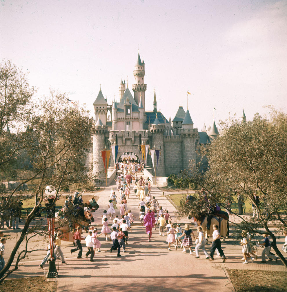 Disneyland photography in 1955 (1)