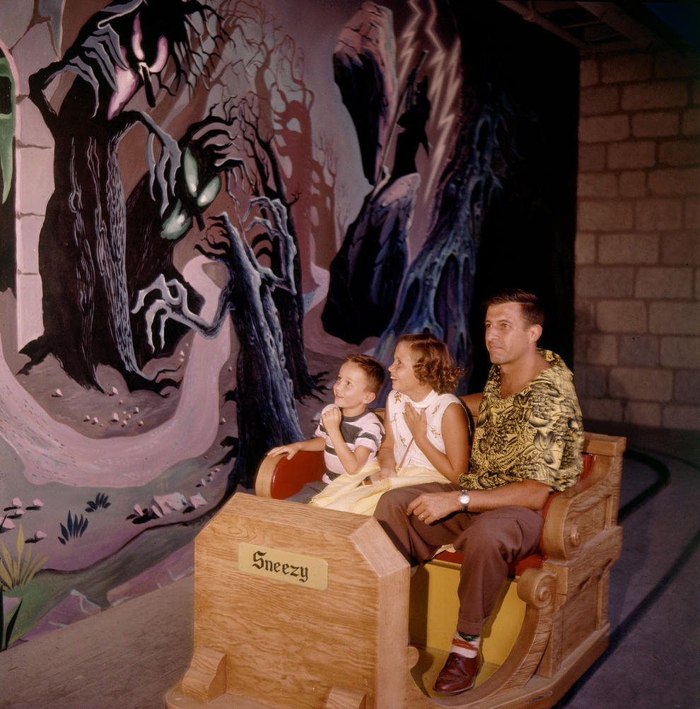 Disneyland photography in 1955 (10)