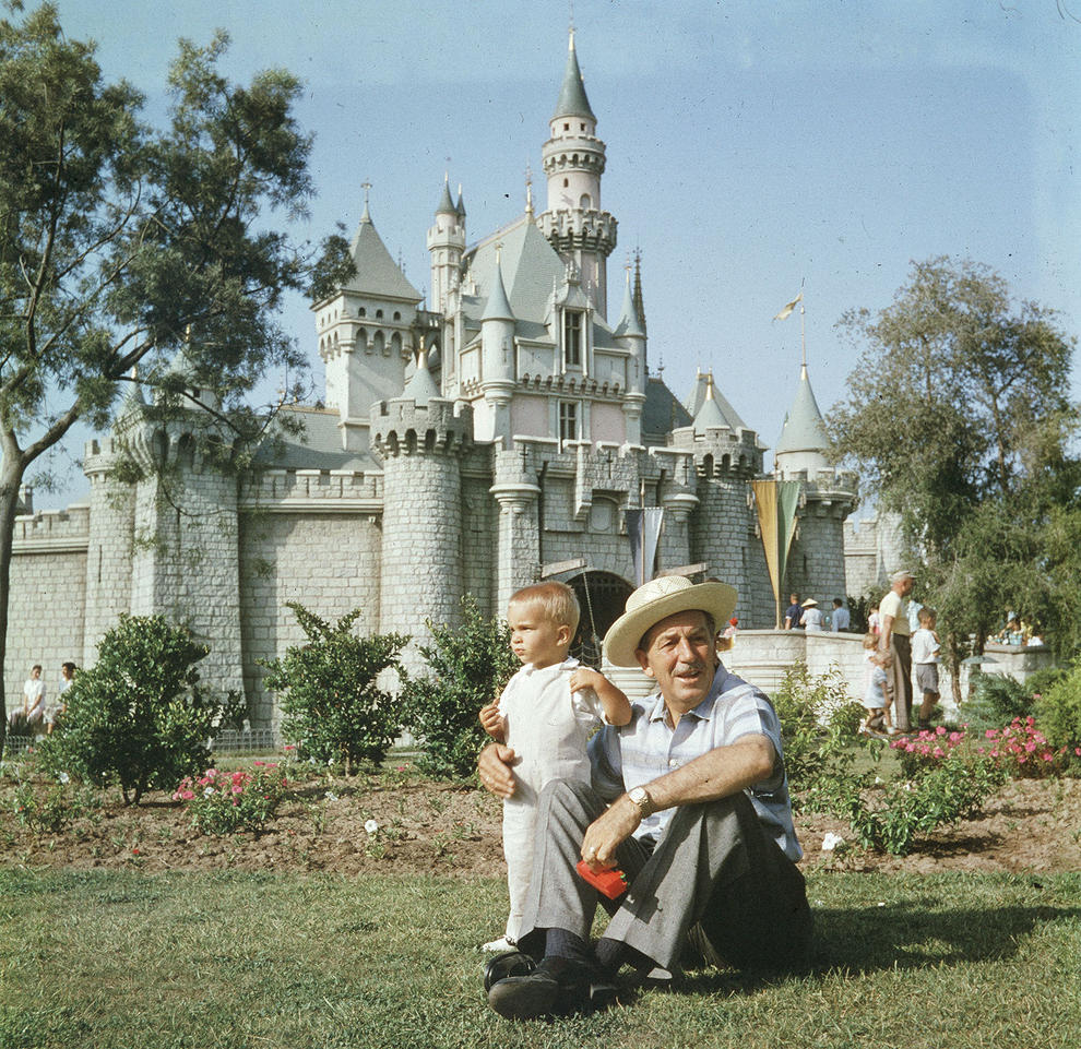 Disneyland photography in 1955 (17)